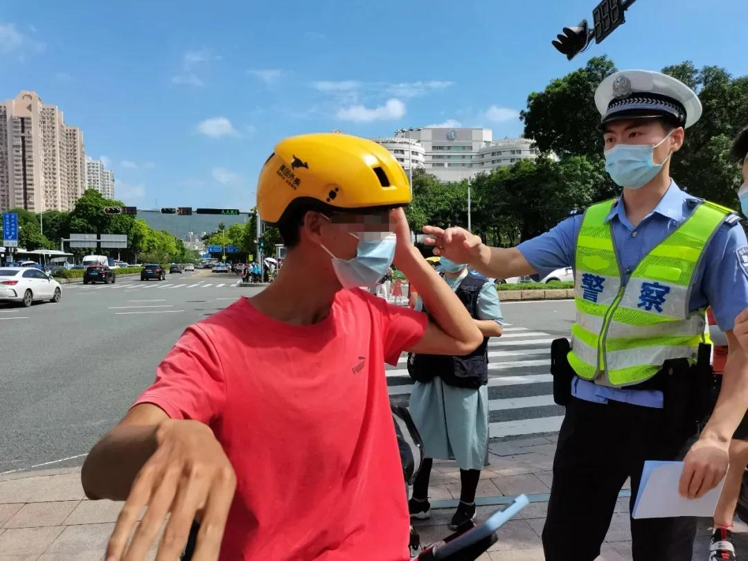 明起,实施!交警全市严查电动车不戴头盔,外卖快递还将……